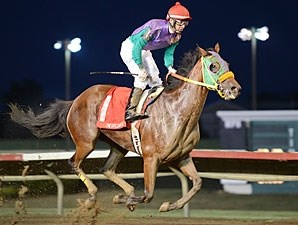 Yournotthebossofme wins the 2012 Saylorville.