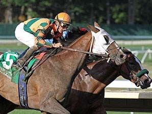 No Such Word wins the 2010 Monmouth Oaks.