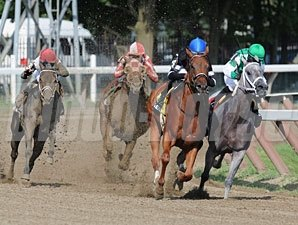 Secret Gypsy wins the 2010 Honorable Miss.