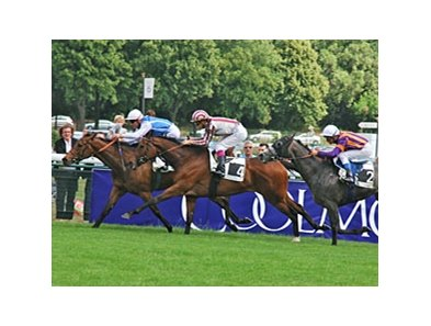 Goldikova wins the 2011 Prix d'Ispan.