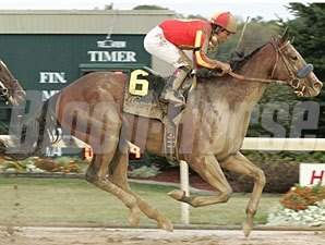 Lookin At Lucky wins the 2010 Indiana Derby.