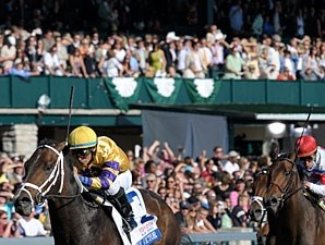 Stately Victor wins the 2010 Bluegrass.