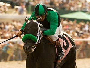 La Nez wins the 2010 Fleet Treat.