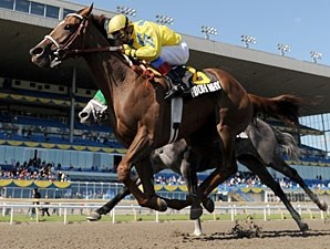 Hooh Why wins the La Lorgnette Stakes.