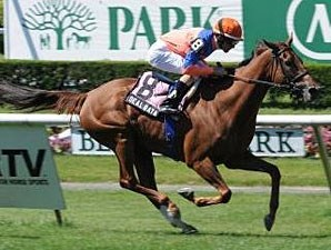 Dealbata wins the 2012 Mohegan Sky.