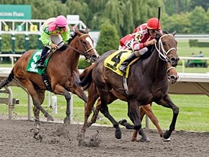 Wild Hope wins the 2011 Isaac Murphy.