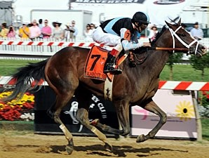 In Lingerie wins the 2012 Black-Eyed Susan.
