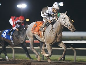 Hightap wins the 2009 Iowa Oaks.