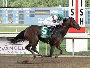 Sunbean wins the 2014 Evangeline Mile Stakes.