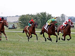 Ioya Bigtime wins the 2012 Kentucky Turf Cup.