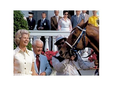 Penny Chenery in the Kentucky Derby winner's circle with Secretariat.
