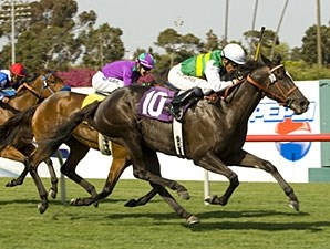 Diamond Diva finishes strong to take the Wilshire on opening day at Hollywood Park.