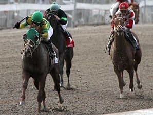 Rattlin Gyspy wins the 2011 Claiming Crown Glass Slipper.