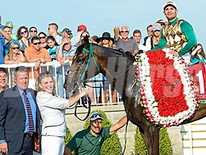 Hardest Core wins the 2014 Arlington Million.