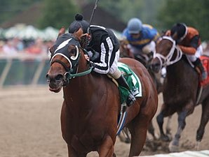 Royal Currier Sets Track Mark in Gallant Bob