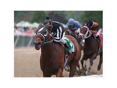 Royal Currier streaks home in the Gallant Bob.