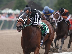 Royal Currier wins the 2011 Gallant Bob Stakes.