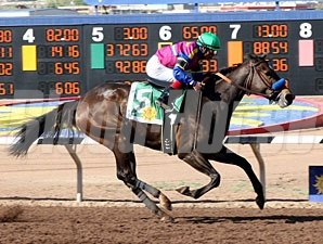 Freedom Star wins the 2010 Harry Henson Handicap.