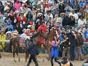 Orb wins the 2013 Kentucky Derby.