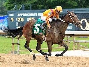 Glinda the Good wins the 2012 Instant Racing Stakes.