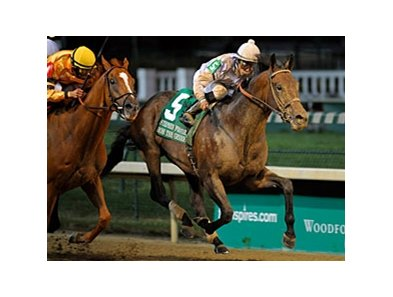 "Ron the Greek gets up late to win the Stephen Foster at Churchill Downs. <br><a target=""blank"" href=""http://photos.bloodhorse.com/AtTheRaces-1/at-the-races-2012/22274956_jFd5jM#!i=1909883738&k=Bh4RCnx"">Order This Photo</a>"