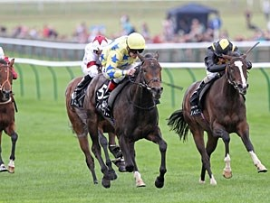 Lightening Pearl wins the 2011 Cheveley Park Stakes.