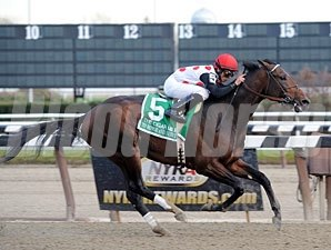 To Honor and Serve wins the 2011 Cigar Mile.