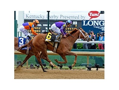 Princess of Sylmar overtakes Beholder to win the Kentucky Oaks. 