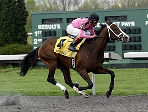 In Lingerie wins the 2012 Bourbonette Oaks.