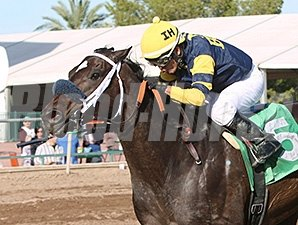 Maker Or Breaker wins the 2014 Kachina Handicap.