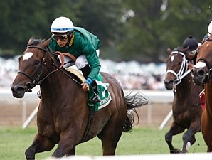Tottie wins the 2010 Omnibus Stakes.