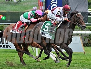 Crown Queen wins the 2014 Lake Placid.