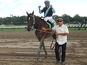 Lisa's Booby Trap wins the 2010 Loudonville.