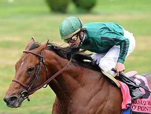 Gio Ponti wins the 2010 Man o' War.