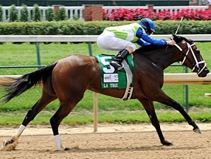 Juanita wins the 2012 La Troienne.