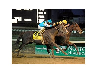 "Giant Oak (left) finishes 2nd in the Clark Handicap, but is awarded the victory via disqualification.<br><a target=""blank"" href=""http://www.bloodhorse.com/horse-racing/photo-store?ref=http%3A%2F%2Fpictopia.com%2Fperl%2Fgal%3Fprovider_id%3D368%26ptp_photo_id%3D9300795%26ref%3Dstory"">Order This Photo</a>"