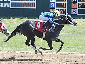 Heykittykittykitty wins the Oklahoma Stallion Fillies Division Stakes.