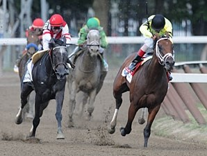 Malibu Prayer wins the 2010 Ruffian.