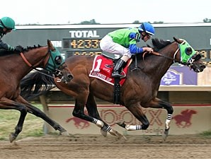 Redeemed wins the 2012 Greenwood Cup.