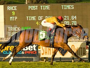 Tuscan Evening wins the 2010 Buena Vista.