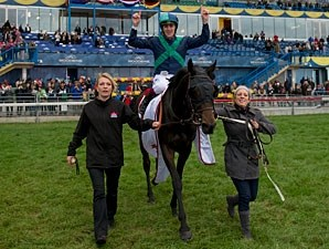 Sarah Lynx wins the 2011 Canadian International.