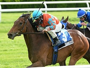 Filly Tannery, Hyper to Tangle in Red Smith
