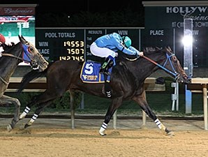 Down Town Allen wins the 2014 West Virginia Jefferson Security Bank Cavada Breeders' Classic.