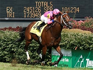 Tizdejavu wins the 2010 Firecracker.