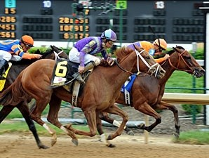 Princess of Sylmar wins the 2013 Kentucky Oaks.