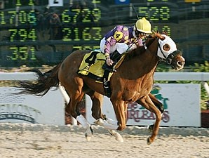 Garter Belt wins the 2009 Green Oaks.
