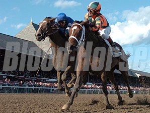 Proud Spell (right) holds off Music Note to win the Alabama.