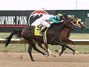 Passed Due wins the Gold Rush Futurity.