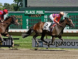 Summer Applause wins the 2013 Lady's Secret Stakes.