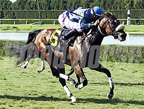 Angelica Zapata win the 2013 Capano Handicap.